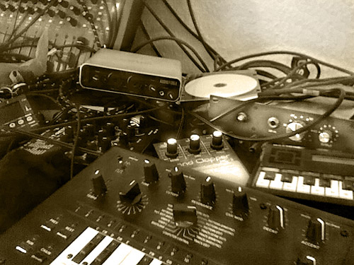 x0b0x, Brent Averill 1272, Boss Handclapper, T-Resonator, Echo Audiofire, Calculator Piano. Cheapo Tuner