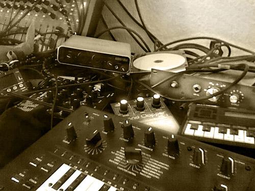 x0b0x, Brent Averill 1272, Boss Handclapper, T-Resonator, Echo Audiofire, Calculator Piano. Cheapo Tuner